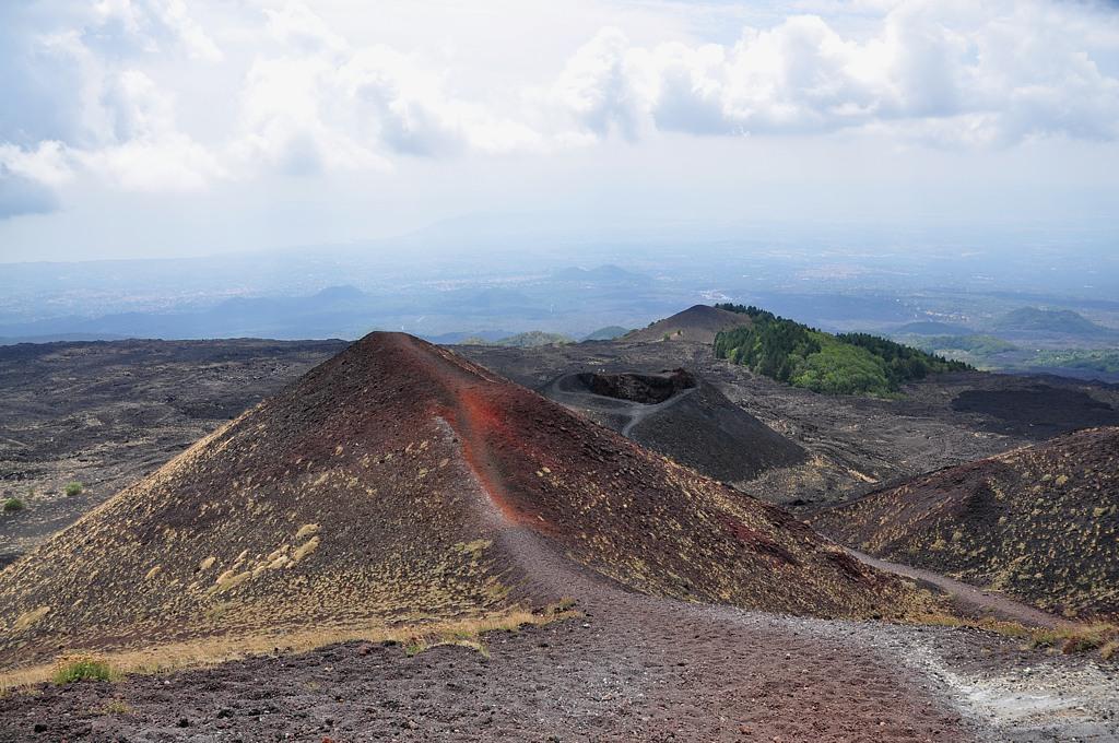 Jeden z kraterów Silvestri