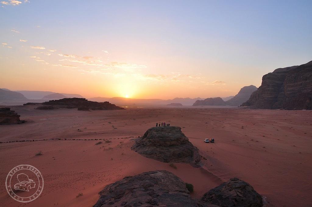 Wschód słońca na Wadi Rum