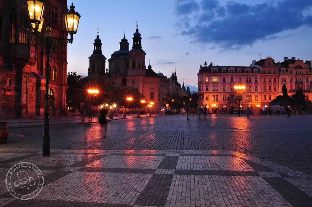 Rynek w Pradze nocą