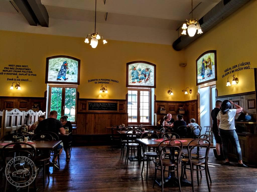 Wnętrze Restauracji Svejk