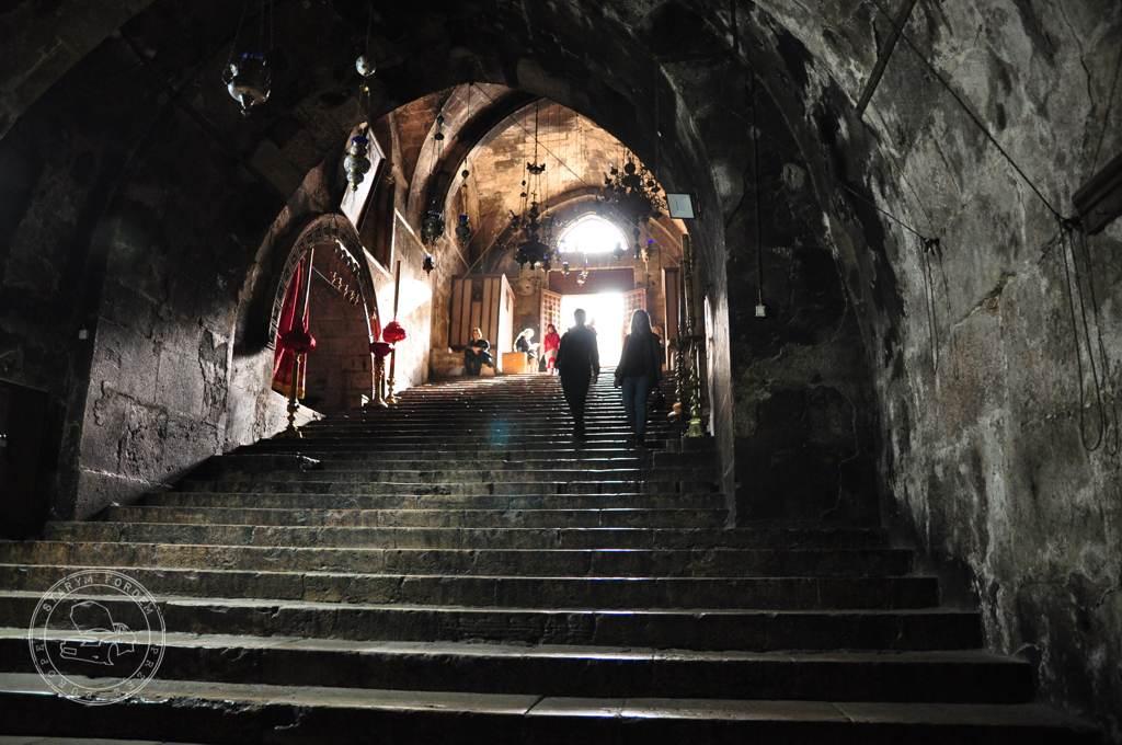 Wejście do krypty kościoła Zaśnięcia Maryi w Jerozolimie